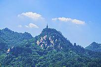 千山弥勒宝塔山峰山脉与蓝天白云