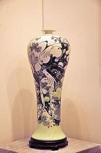 抽象女性瓷瓶