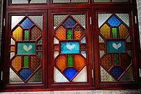 传统色彩玻璃窗户