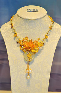 金镶玉花雕项链
