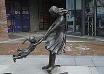 母女欢乐时光雕塑