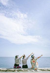 洱海前面的三个美女