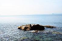 海洋中的礁石