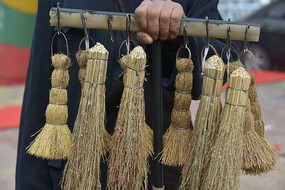 鱼串草制成的刷锅刷子