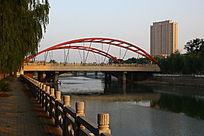 傍晚时分城市桥梁