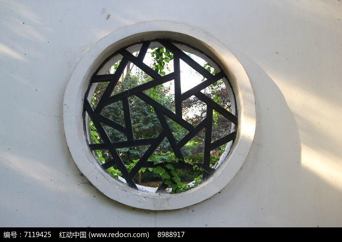 复古圆形窗户