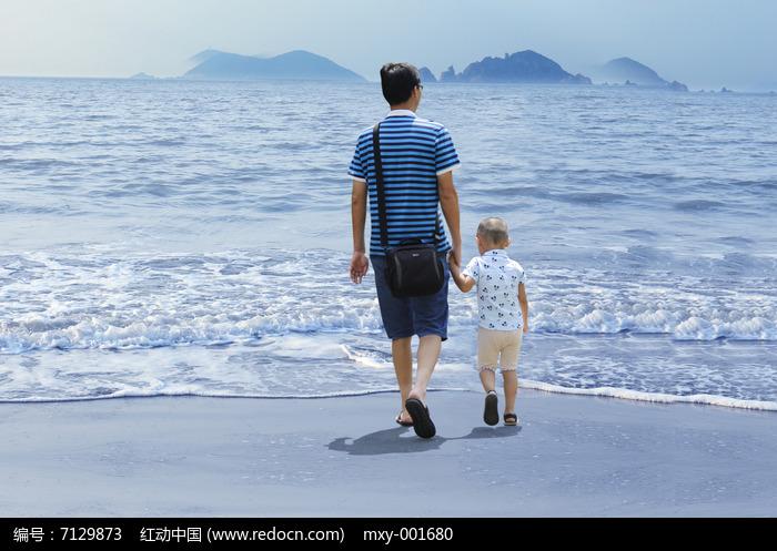阳光沙滩海浪父子图片