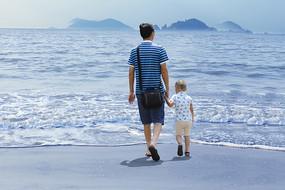阳光沙滩海浪父子