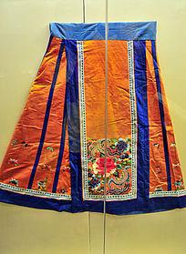 燕京八绝之清代黄缎地京绣马面裙