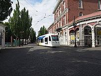 街头建筑与电车