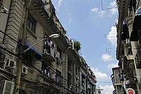 上海老建筑蓝色天空