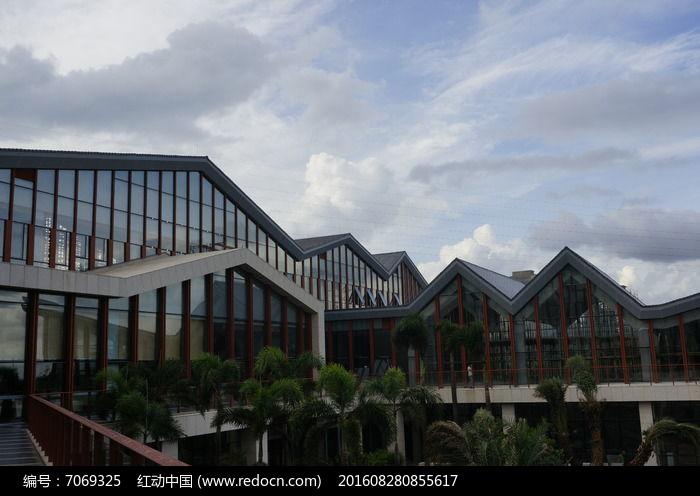 原创摄影图建筑摄影其它建筑折线屋顶变压器图纸设计图片