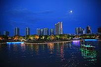 霓虹灯下的孔雀河