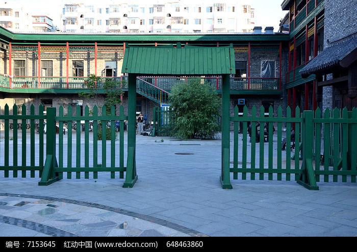 绿色木栏图片