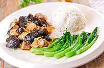 木耳香菇炆鸡饭