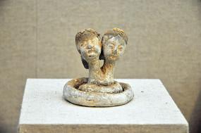 汉代人首蛇身灰陶俑