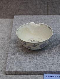 明代青花缠枝花卉纹碗