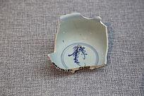 明代青花缠枝花卉纹碗残片