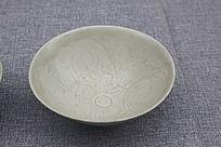 南宋青白釉刻划花卉纹碗