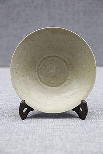 南宋青釉刻花花卉纹碗
