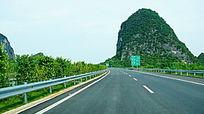 公路山脉风景
