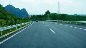 山坡道路风景