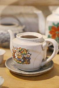 老物件婴儿图案白瓷茶壶
