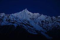 梅里雪山主峰卡瓦格博峰黎明风光摄影