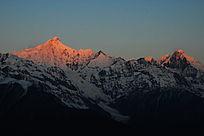 梅里雪山主峰卡瓦格博峰日照金山开始