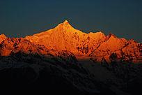 梅里雪山主峰卡瓦格博峰日照金山最美阶段