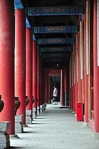 东岳庙内红柱子走廊