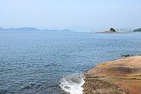 蓝色海洋和白色海浪花