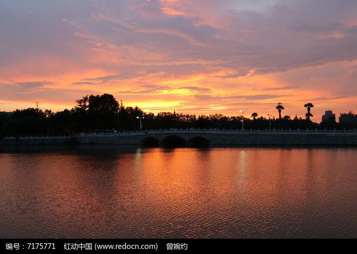 原创摄影图 自然风景 江河湖泊 日落河水天空