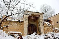 土房子的门房