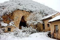 土窑洞和土房子