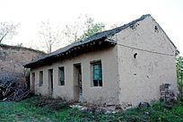 土院子的侧房
