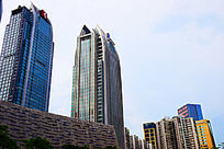 蓝色天空下的高楼大厦景观