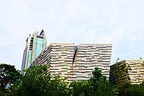 土黄色异形大楼广州图书馆