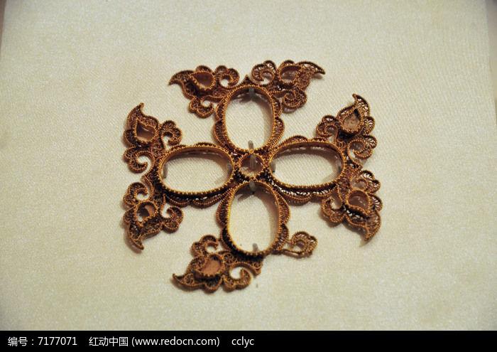 元代如意纹四瓣花形金饰件图片