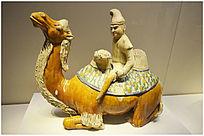 唐三彩跪骆驼胡人俑