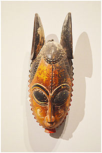 长耳朵木雕非洲人