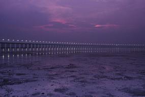 夜幕下沿江高速