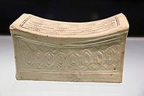 金代白釉戳印花草纹银锭形瓷枕