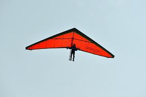 蓝天上的无动力三角翼