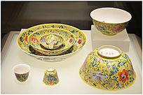 清代粉彩缠枝花卉纹碗碟
