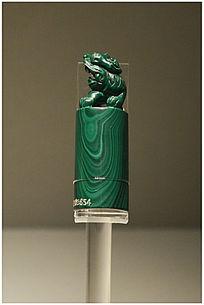 青玉狮子雕塑