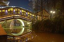 乌镇西栅市河夜景拱桥倒影