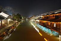 乌镇西栅市夜景河两岸民宿倒影美景