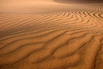 新疆库木塔格沙漠沙浪