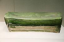 元代绿釉刻花墙纹瓷枕
